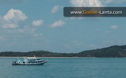transfer-boat-ferry-koh-lanta-island-nearby.jpg