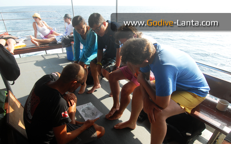 dive-boat-briefing3