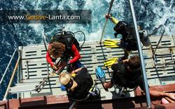 dive-boat-dive-platform