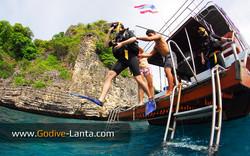 dive-boat-dive-deck