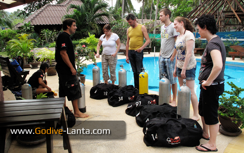 Set up diving equipment.