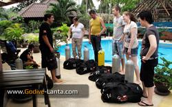 Set up diving equipment.