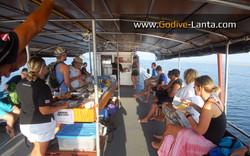 dive-boat-briefing