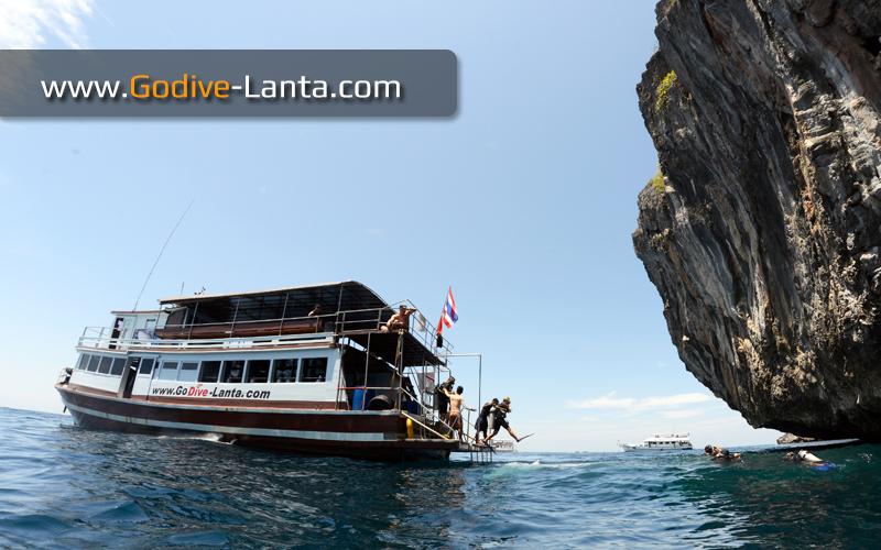 dive-boat10