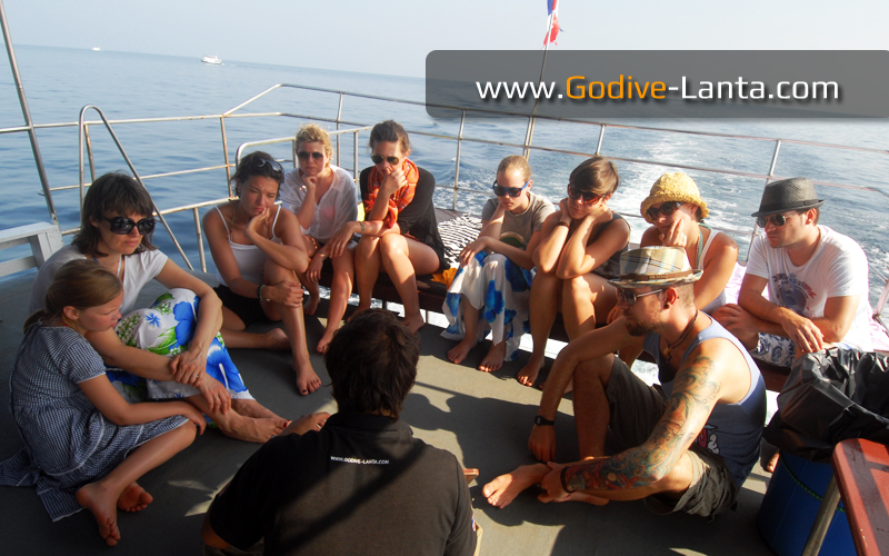 dive-boat-snorkeling-briefing