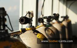 dive-boat-tanks