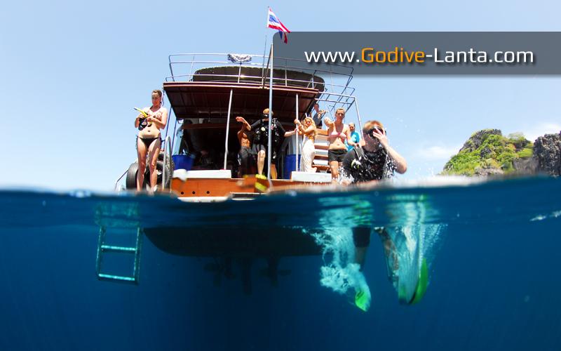 dive-boat-dive-deck3
