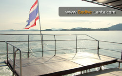 dive-boat-sun-deck
