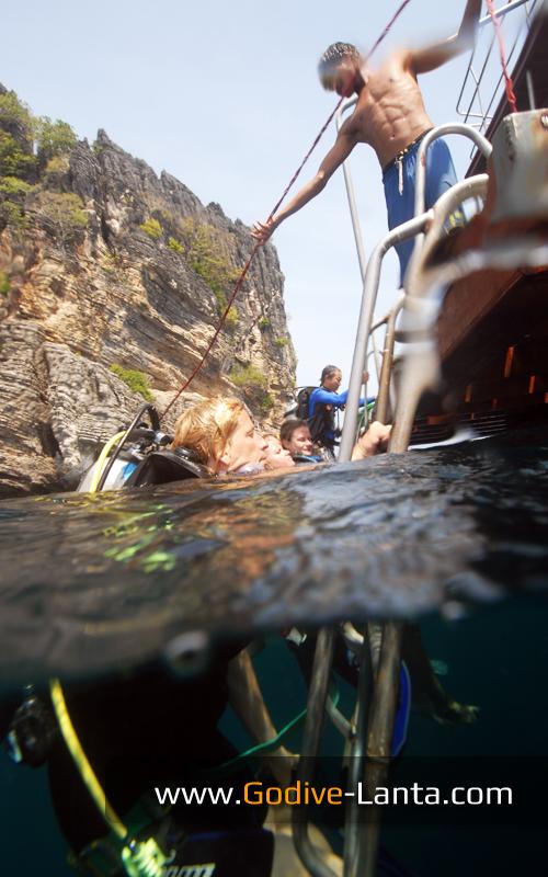 dive-boat-pick-up