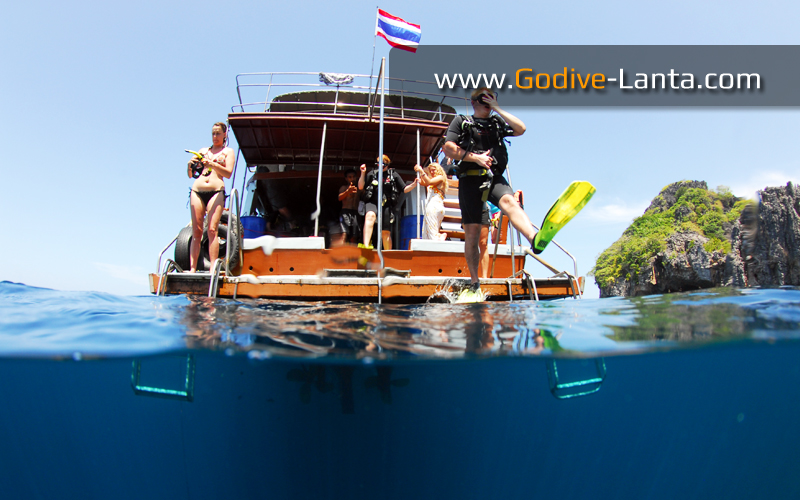 dive-boat-dive-deck2