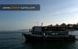 dive-boat-at-saladan