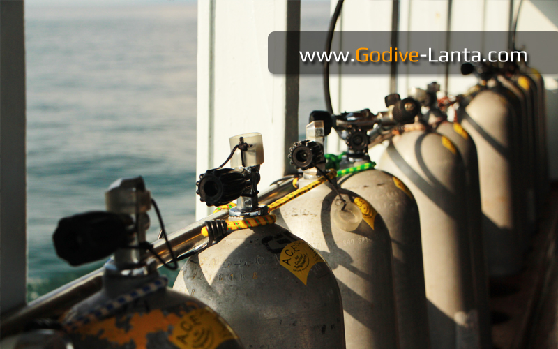dive-boat-filling-tank