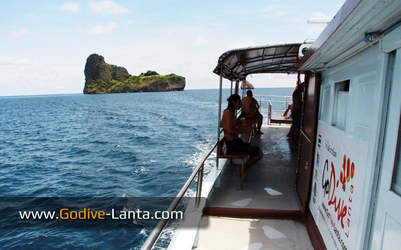 dive-boat-at-koh-haa-lagoon