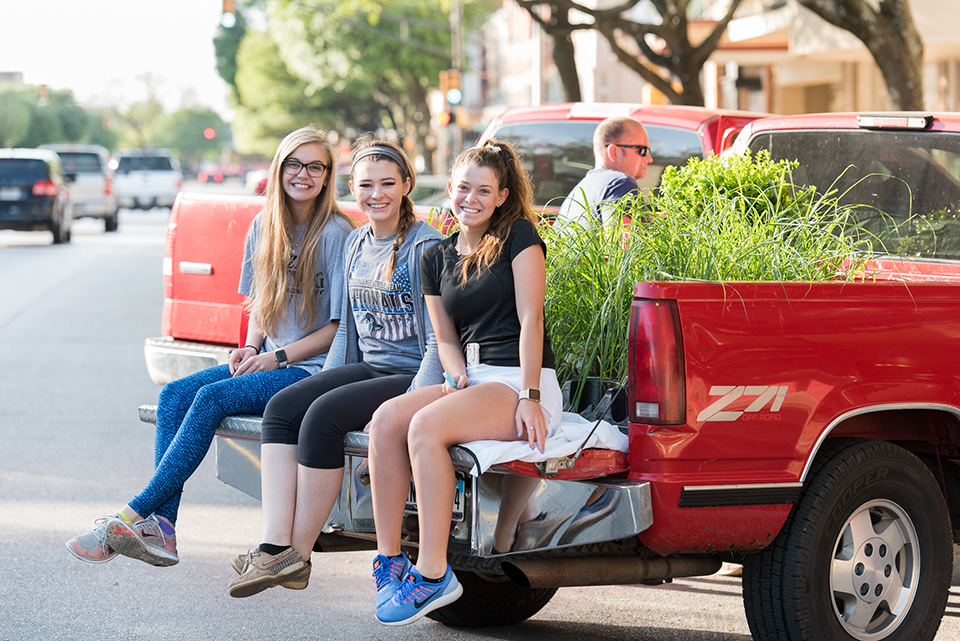 Corsicana-46- girls on truck