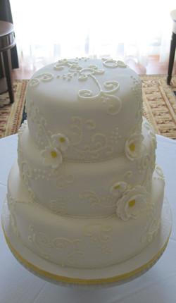 Pretty Pieces Wedding Cake