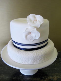 1.5 tiers fondant with edible floral