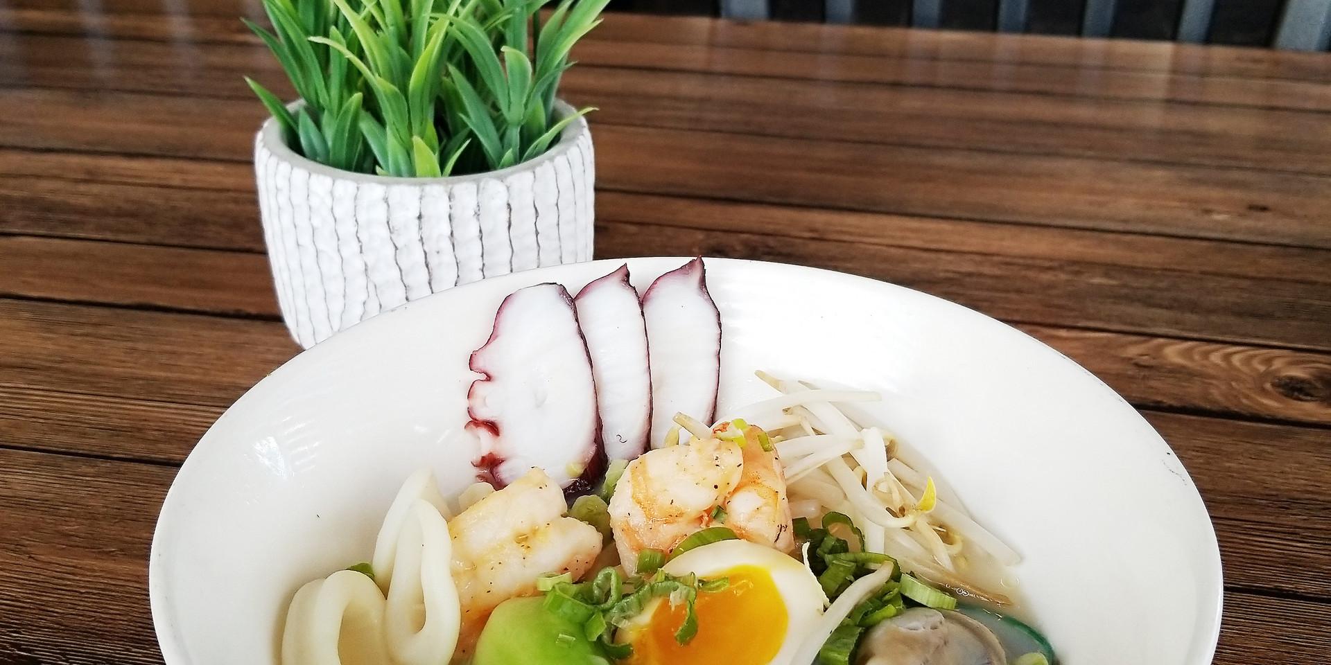 Mk's Sushi_Seafood Ramen_03.jpg