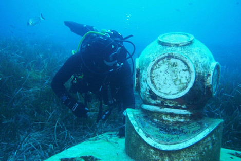 24- Diving Helmet Statue - Blue Grotto