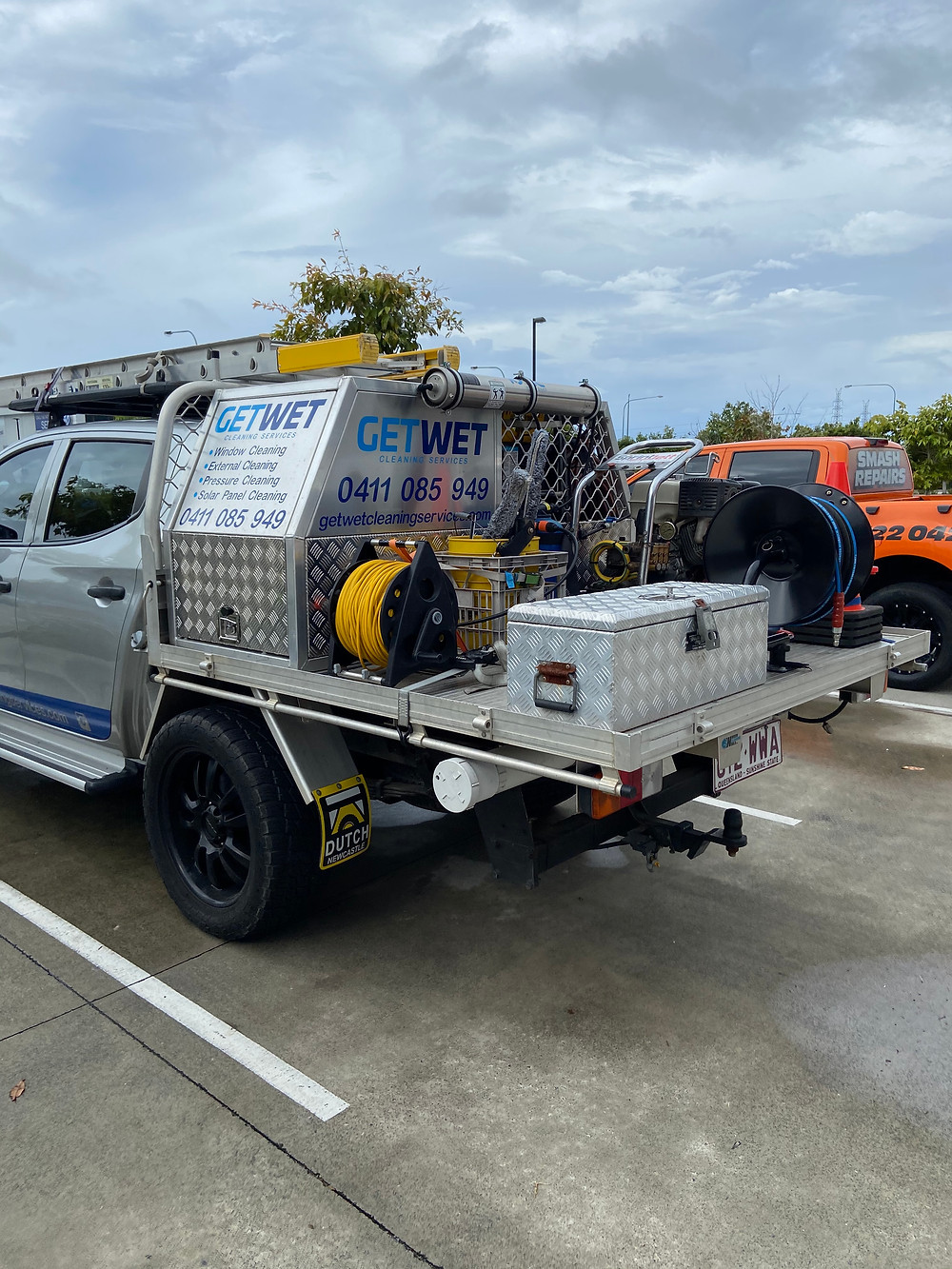 Here is a photo of my ute at bunnings in robina about to get the right chemicals for the house wash we completed. This ute is equips with all the right equipment from window cleaning , pressure cleaning , external cleaning and solar panel cleaning.