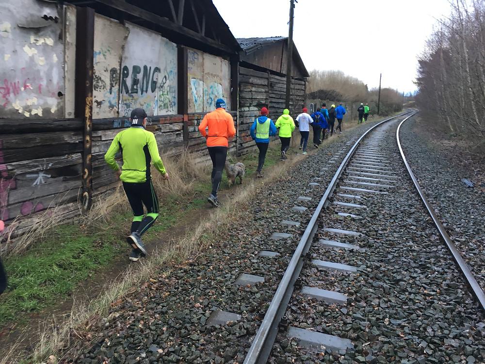[5,4 km] am Gleis