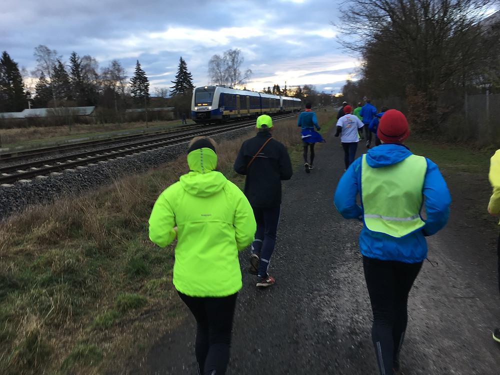 [6,5 km] mit Zug