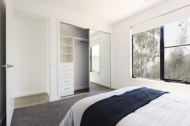 Modern fitted wardrobe - mirrored slidding doors
