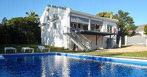 Le Gîte des Brises est au rez de chaussée d'une maison édifiée sur un terrain de 1200 m² à La Montagne, dans les haauts de Saint Denis de La Réunion