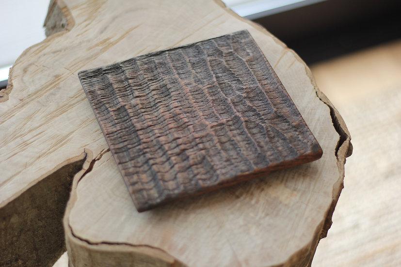 手彫りの四角いお皿