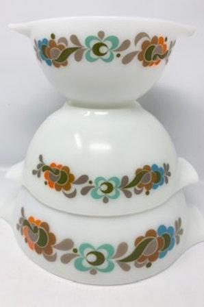 RESERVED LISTING - Pyrex Bowl Set +Bowls