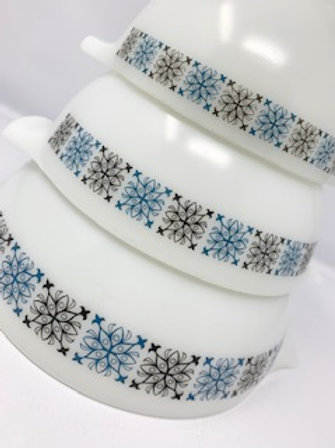 RESERVED LISTING - Pyrex Chelsea bowl Set