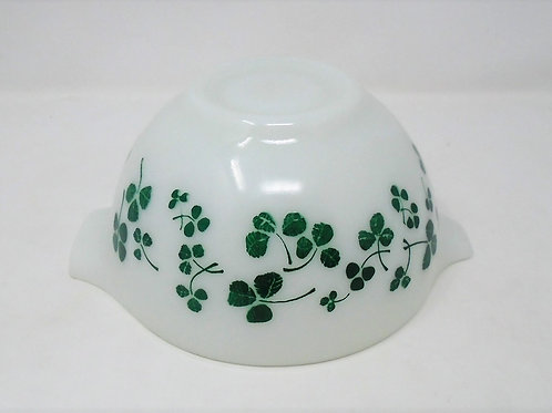 JAJ Pyrex Clover Shamrock Cinderella Chip and Dip Small Bowl Salad Set