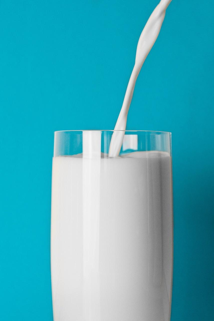 um copo de leite