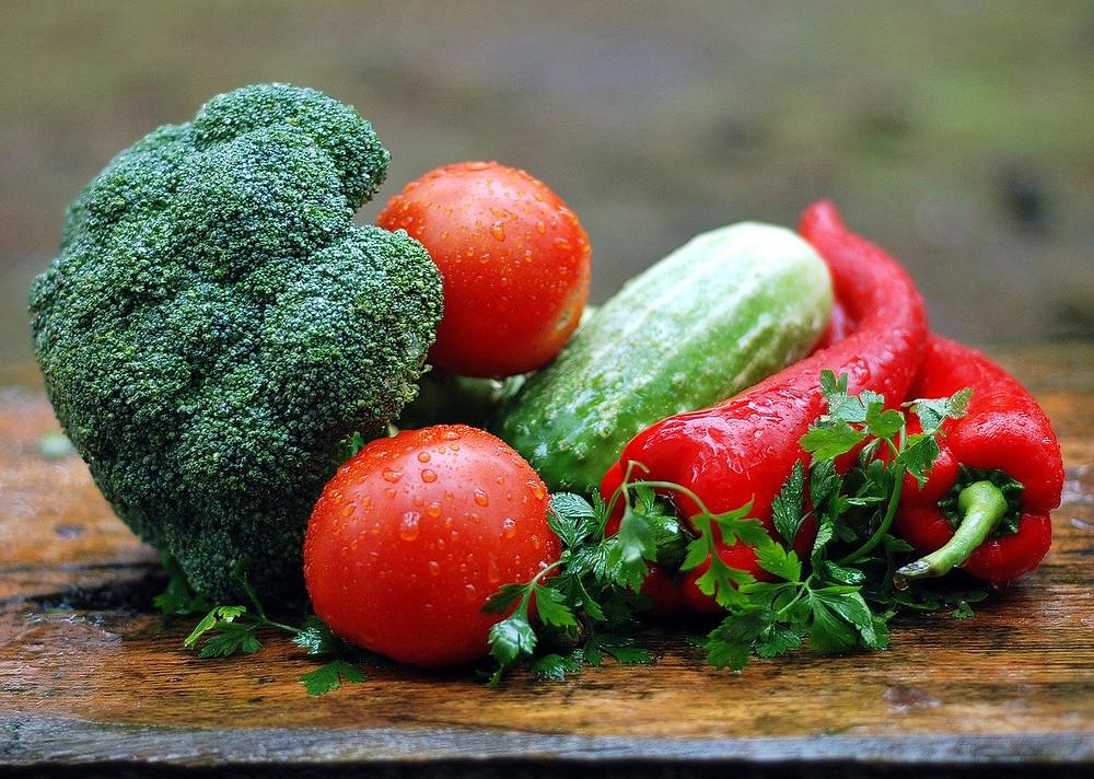 Tábua com legumes, alimentação saudável