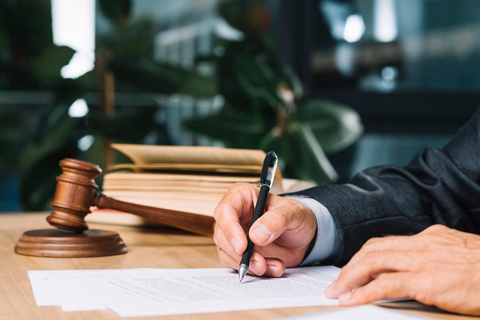 Freepik_judge-holding-wooden-desk.zip_41