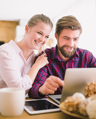 Freepik_cheerful-young-couple-laptop_by-
