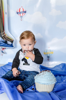 Little baby Coetzee smach the cake