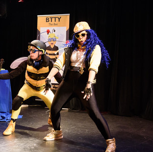 TOBI and BTTY THE BEE gets down with some epic dance moves!