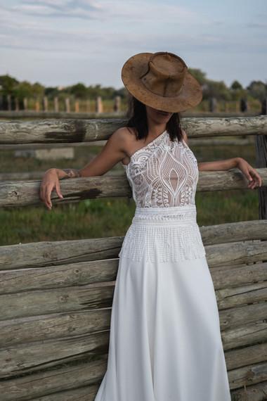 Robe de mariée asymetrique