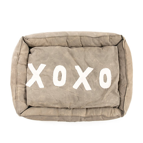 "MEDIUM WASHED CANVAS PET BED WITH XOXO PILLOW - 25""X20"""