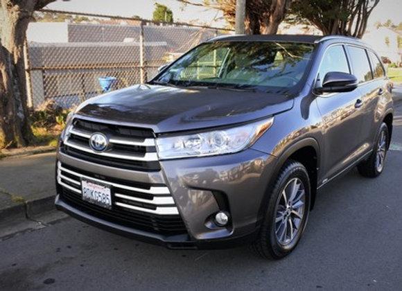 Toyota Highlander Hybrid XLE ( Gray )
