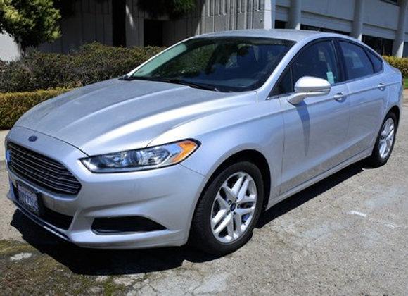 Ford Fusion SE ( Silver )