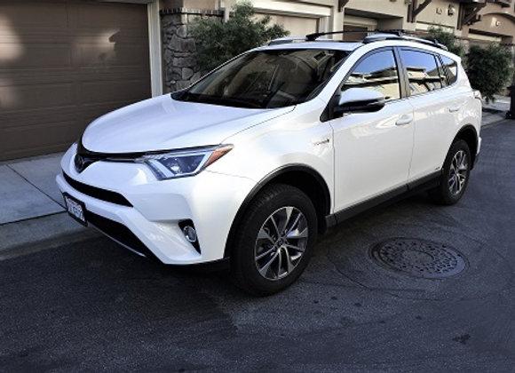 Toyota RAV4 Hybrid XLE AWD (White)
