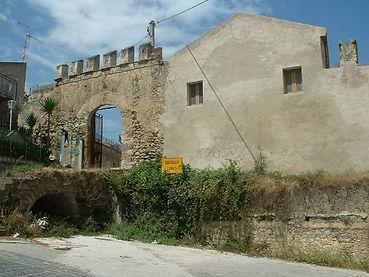 Acquedolci_castello_ingresso.jpg