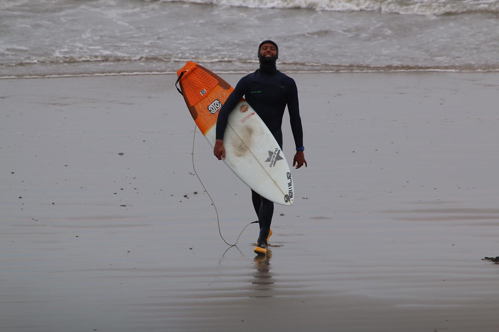 Professional surfer sponsored by animal at rest bay porthcawl with puravida surfboard and solite boots