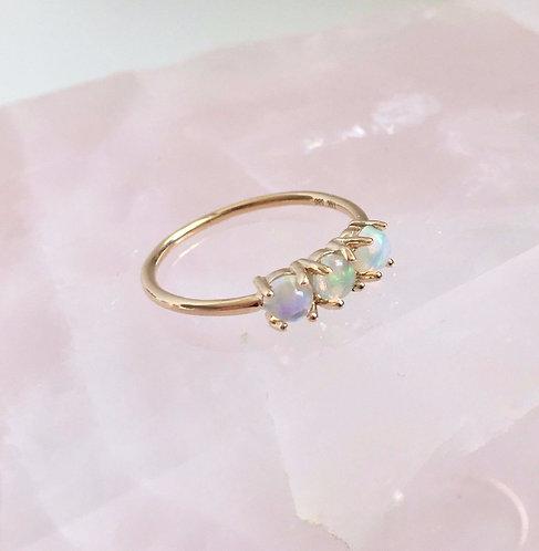 Trinity Ring, Opals