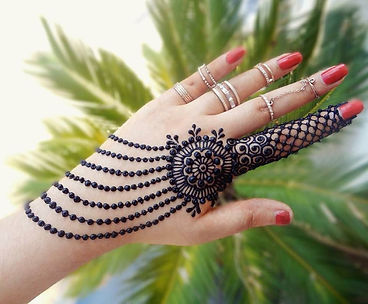 Back-Hand-Mehndi-Designs-for-Party.jpg