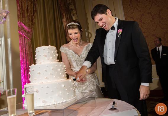 Wedding cake slicing