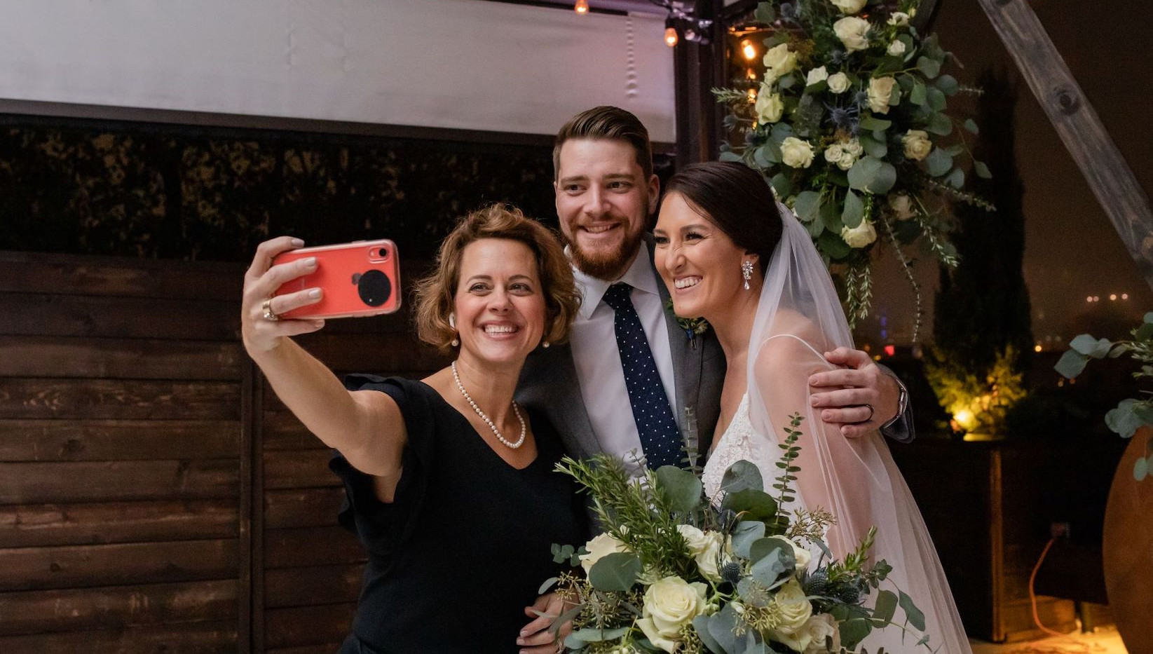 Photo with the Bride and Groom