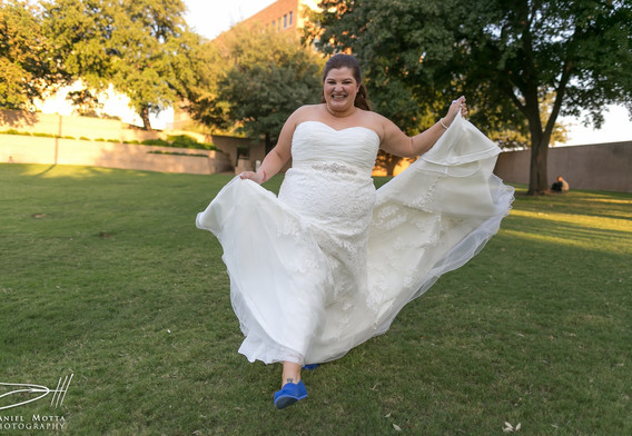 Running Bride on the grass