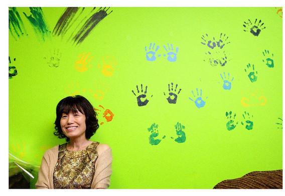 Lady yellowgreen wall background
